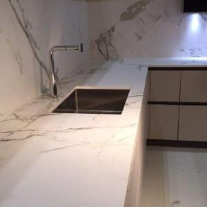 Calcutta Quartz Worktop and Splash seemless